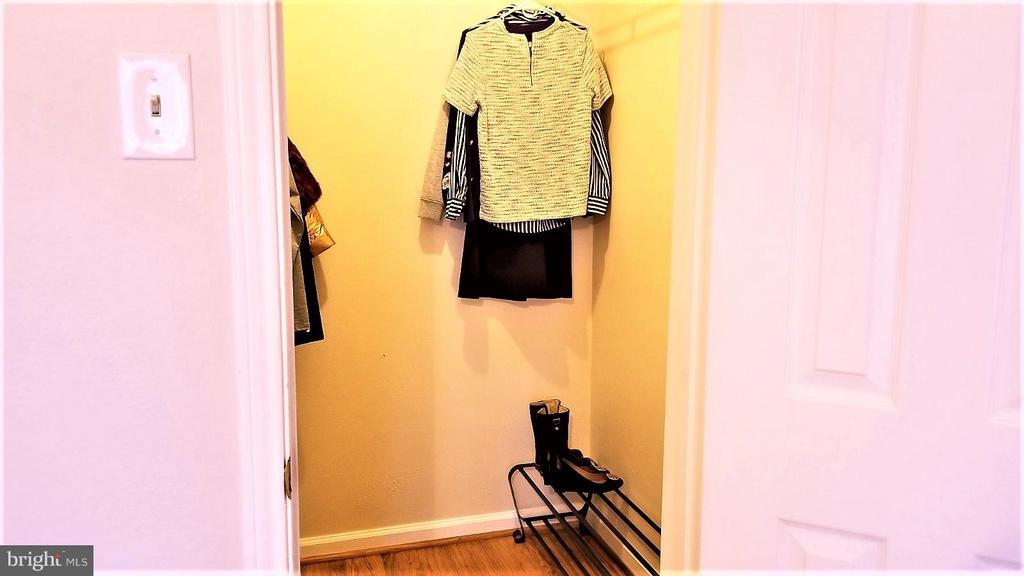 Walk in closet - 1538 LINCOLN WAY #102, MCLEAN