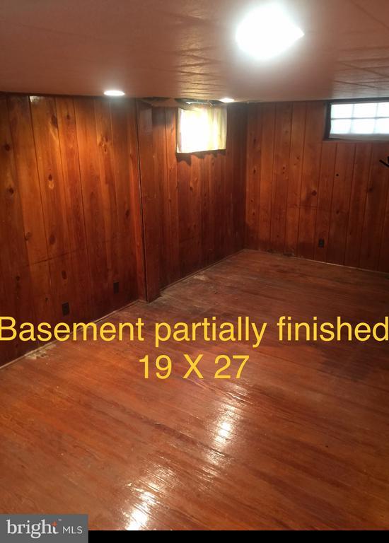 Notting pine hardwood floors - 4417 13TH PL NE, WASHINGTON