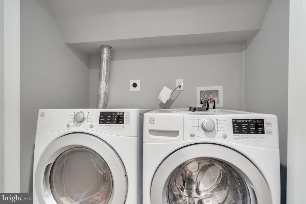 Upper Level Laundry - 621 LONGFELLOW ST NW, WASHINGTON
