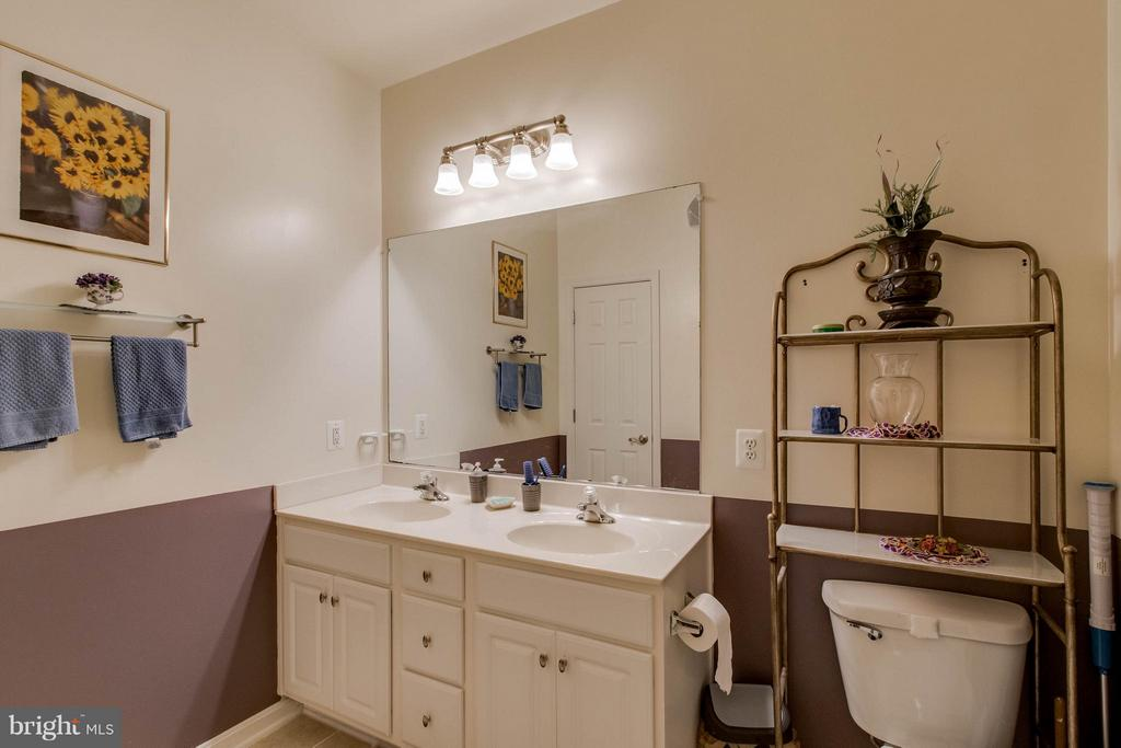 Master bath room - 21228 MCFADDEN SQ #111, STERLING