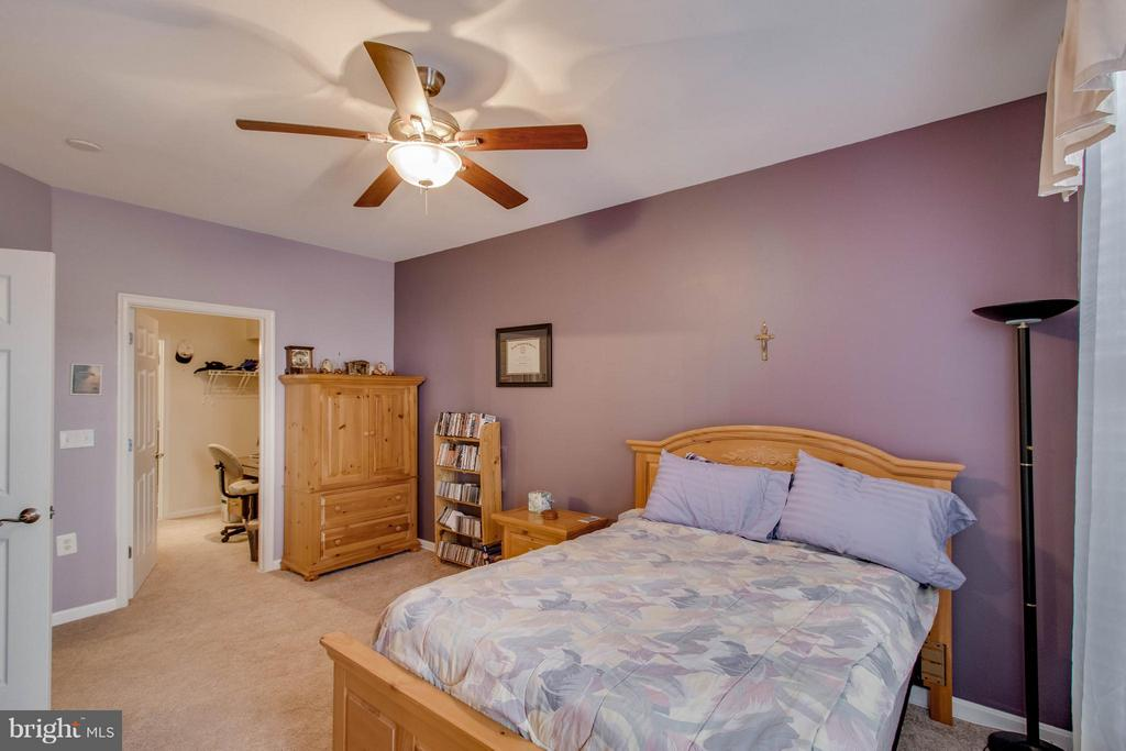 Master bedroom - 21228 MCFADDEN SQ #111, STERLING