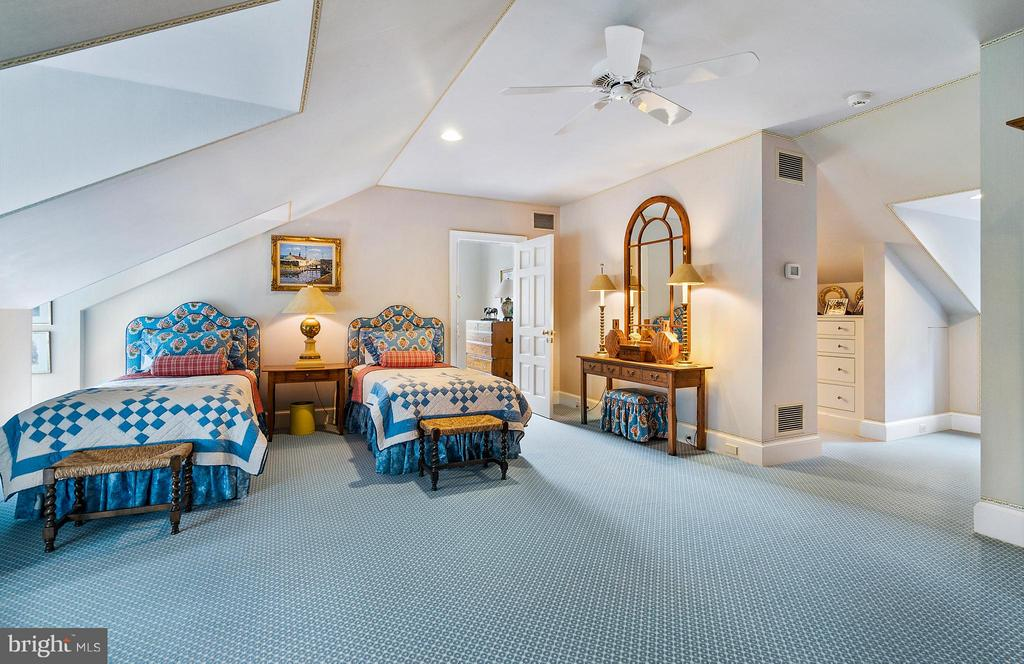 The blue bedroom with en suite bath. - 33542 NEWSTEAD LN, UPPERVILLE