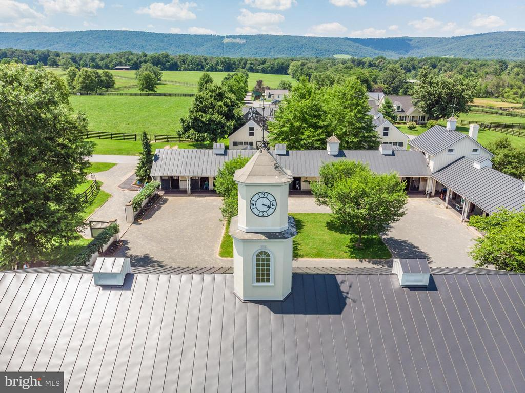 Clocktower Barn, Ell Barn with Blue Ridge Mtns. - 33542 NEWSTEAD LN, UPPERVILLE