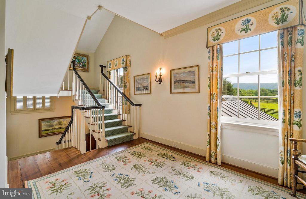 Upper family hall, with mountain views. - 33542 NEWSTEAD LN, UPPERVILLE