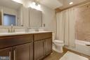 Hall guest bath with counter-height dual vanities - 1456 TRAFALGAR LN, FREDERICK