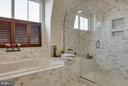 Ultra upgraded tile and custom shutters - 1456 TRAFALGAR LN, FREDERICK