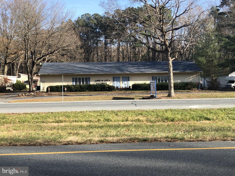 Maison unifamiliale pour l Vente à 7071 S DUPONT HWY Felton, Delaware 19943 États-Unis