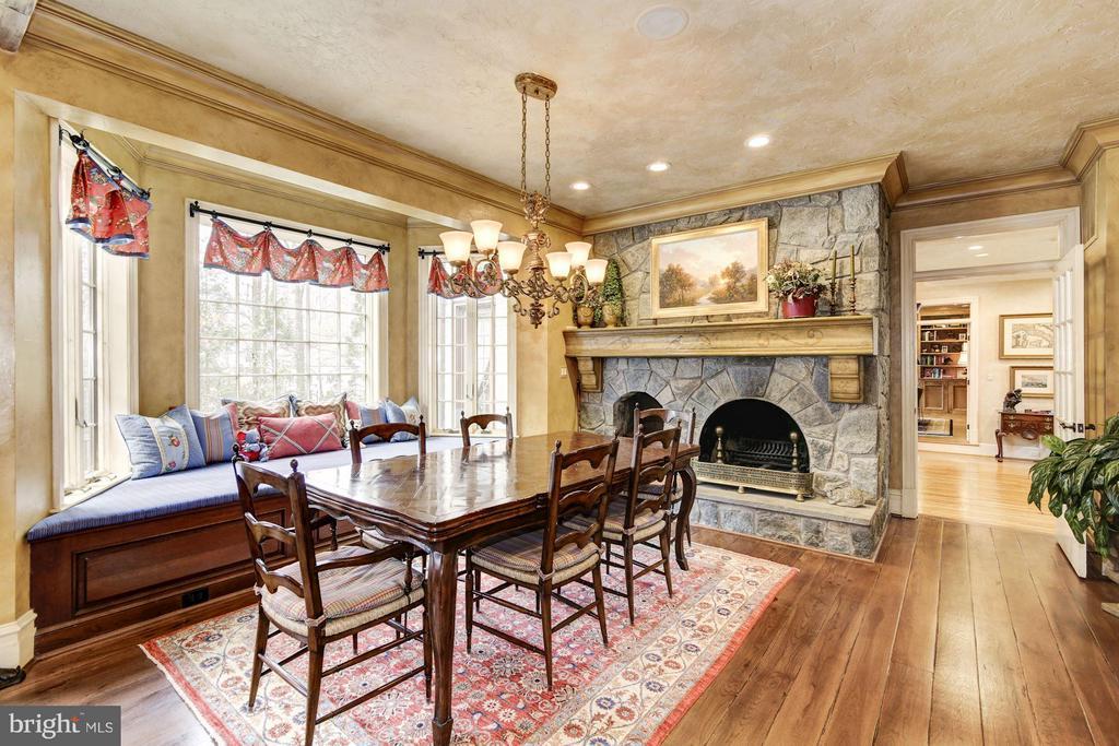 Breakfast Room w/ Masonry Fireplace - 10015 HIGH HILL PL, GREAT FALLS