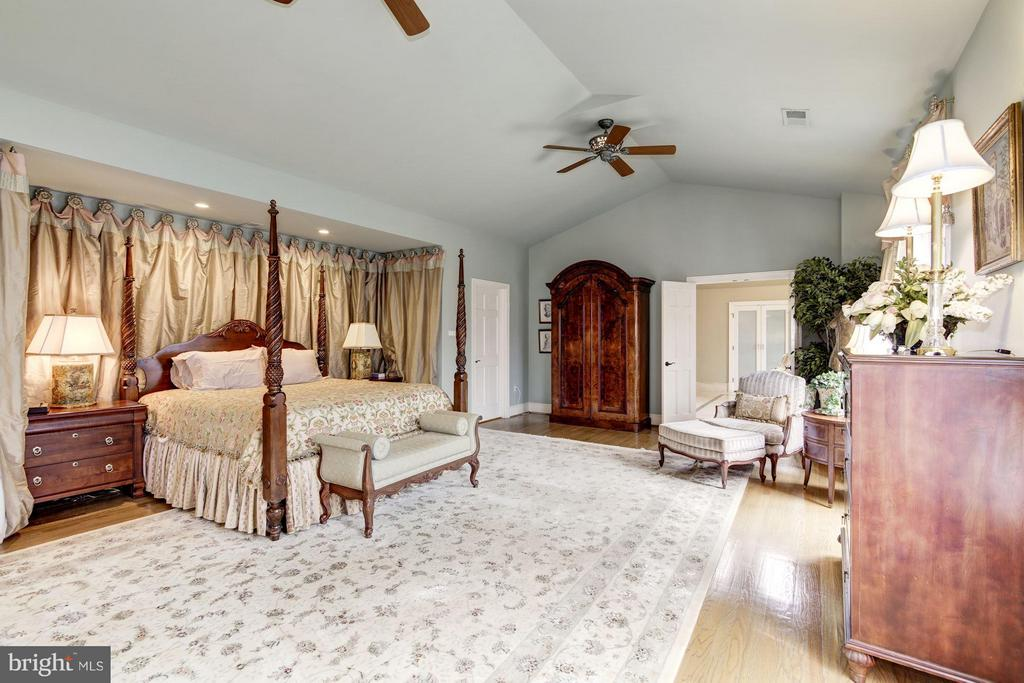Master Bedroom - 10015 HIGH HILL PL, GREAT FALLS