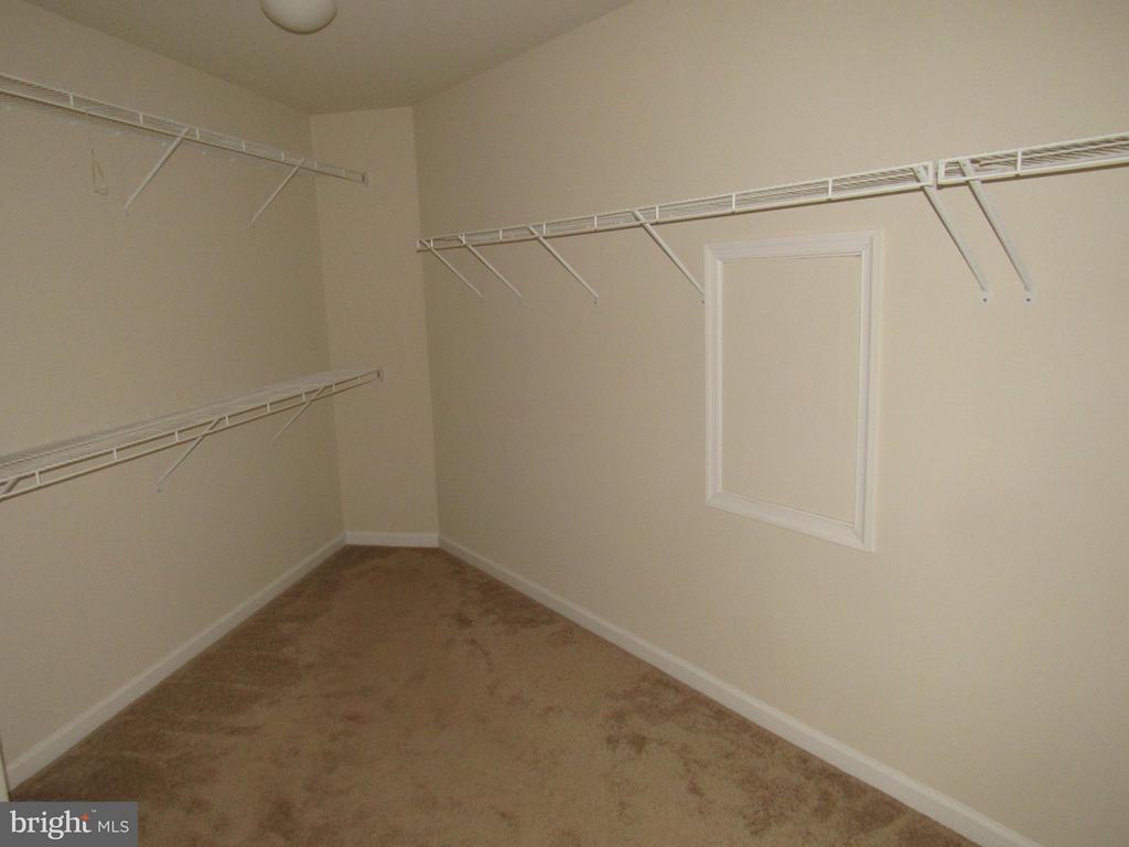 Master closet - 4 BRADBURY WAY, STAFFORD