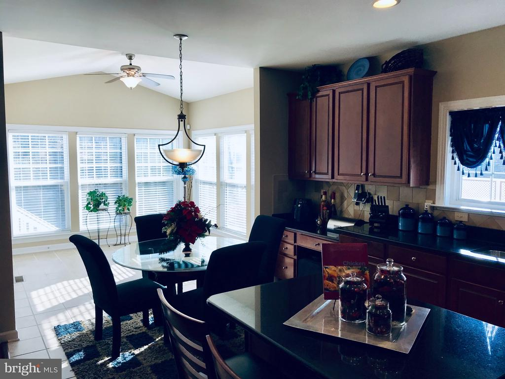 Eat in kitchen flows right into the bonus sun/morn - 4157 AGENCY LOOP, TRIANGLE