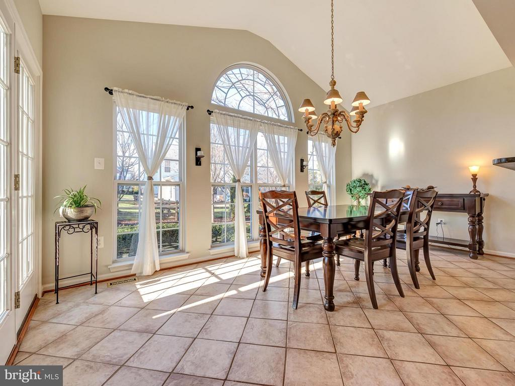 Light-filled morning room bump out. - 9038 CLENDENIN WAY, FREDERICK
