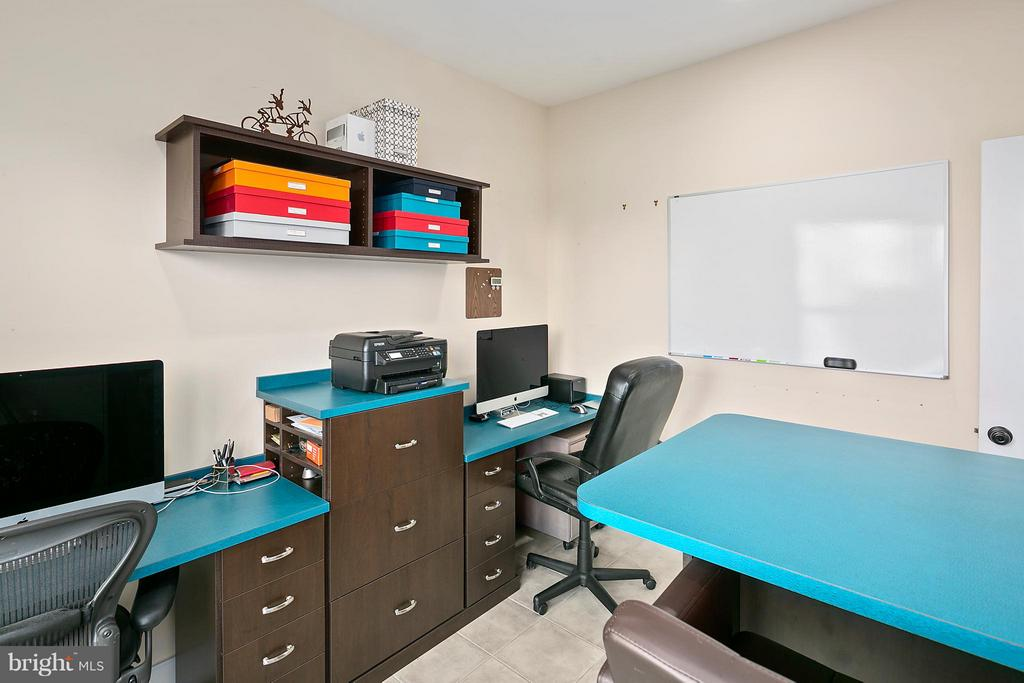 Main level home office. - 2203 N 19TH CT, ARLINGTON