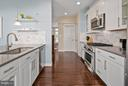 Silestone counters and oversized cabinetry - 2203 N 19TH CT, ARLINGTON