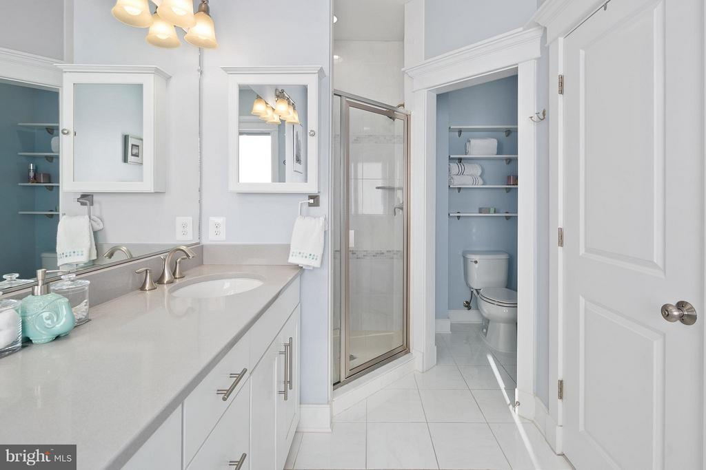 Tile shower, and custom shelving in water closet - 2203 N 19TH CT, ARLINGTON