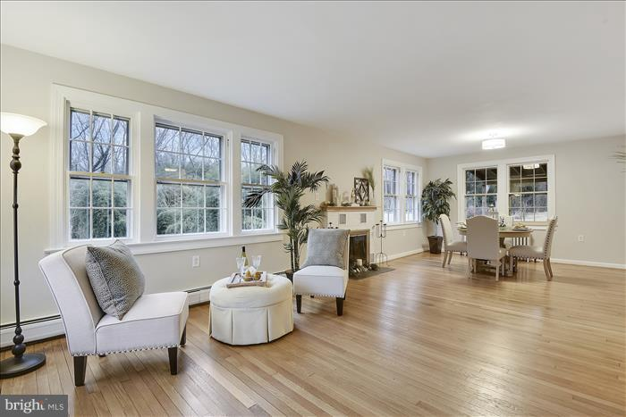 Living/Dining Combination - 17945 BOWIE MILL RD, ROCKVILLE