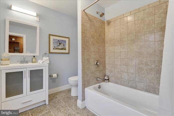 2nd Floor Hall Bath - 17945 BOWIE MILL RD, ROCKVILLE