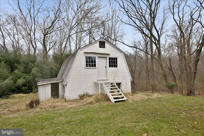 Mini Barn - 17945 BOWIE MILL RD, ROCKVILLE