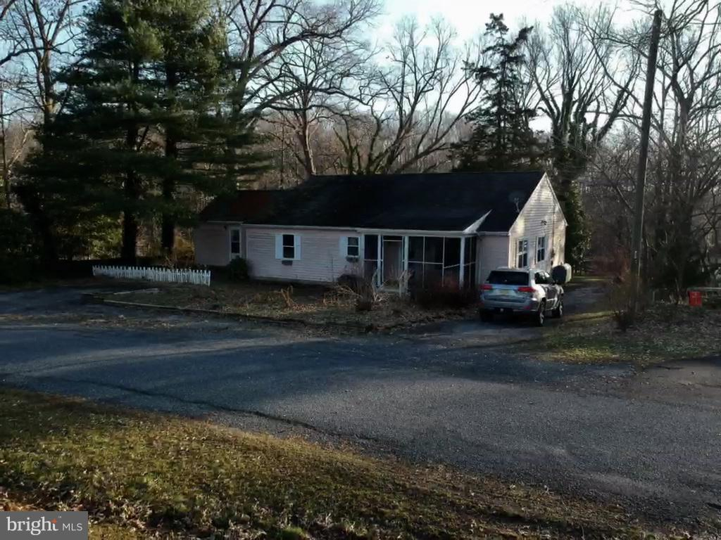 Single Family Home for Sale at 56 DAVIS Road Salem, New Jersey 08079 United StatesMunicipality: Alloway