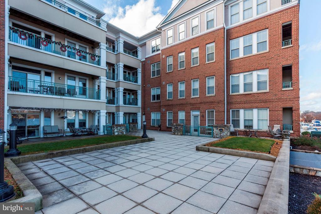 Courtyard - 500 BELMONT BAY DR #416, WOODBRIDGE