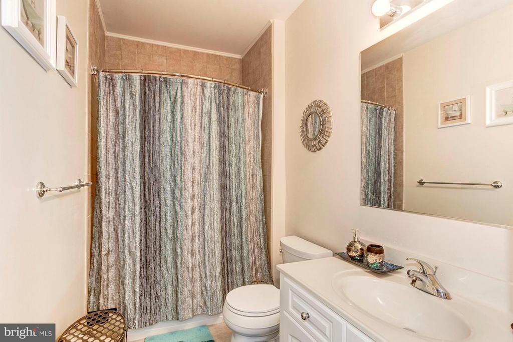 2nd Bathroom - 500 BELMONT BAY DR #416, WOODBRIDGE