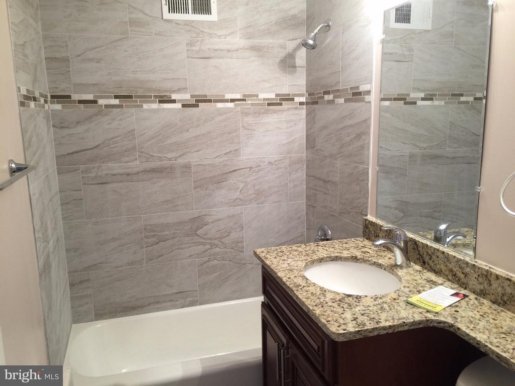 Second Bathroom, Shower/Tub Area - 5111 8TH RD S #401, ARLINGTON