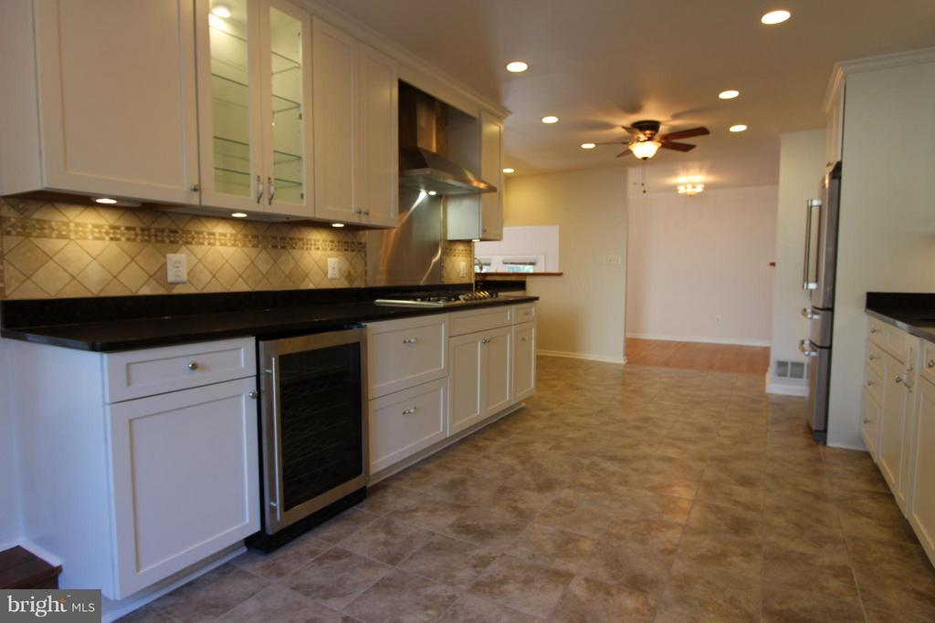 5 Burner Gas Cook-Top W/ Vent & Chiller - 1915 ANDERSON RD, FALLS CHURCH