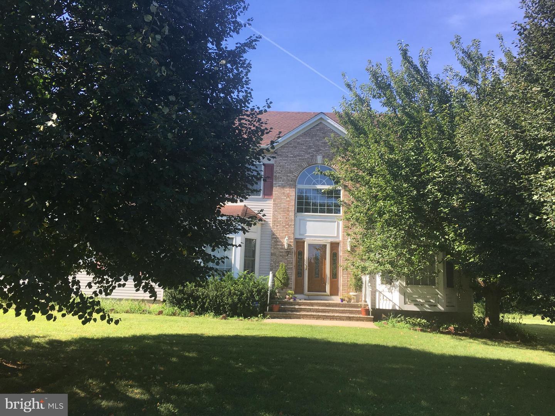 Частный односемейный дом для того Продажа на 7 GROSSER Somerset, Нью-Джерси 08873 Соединенные ШтатыВ/Около: Franklin Township