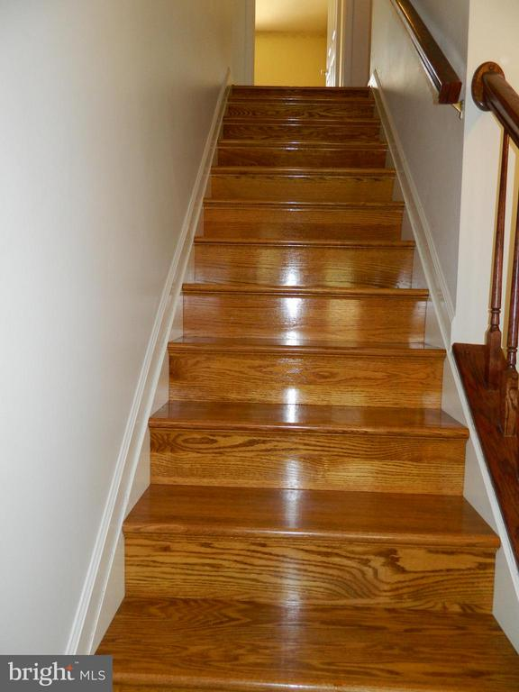 Hardwood Stairs to Bedroom Level - 6490 MCKEE WAY, MANASSAS