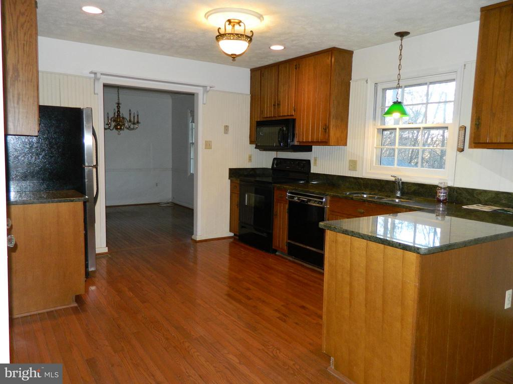 Kitchen has Hardwood Floors - 6490 MCKEE WAY, MANASSAS