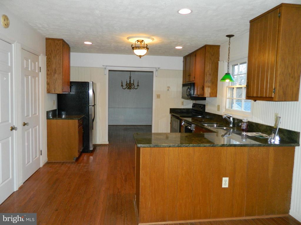 Granite Counters - 6490 MCKEE WAY, MANASSAS