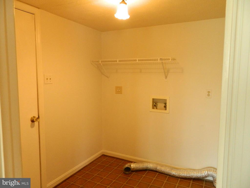 Laundry/Mud Room off Kitchen & Door to Garage - 6490 MCKEE WAY, MANASSAS