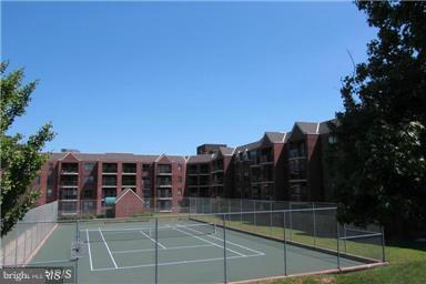 Tennis Courts in Back - 2100 LEE HWY #327, ARLINGTON