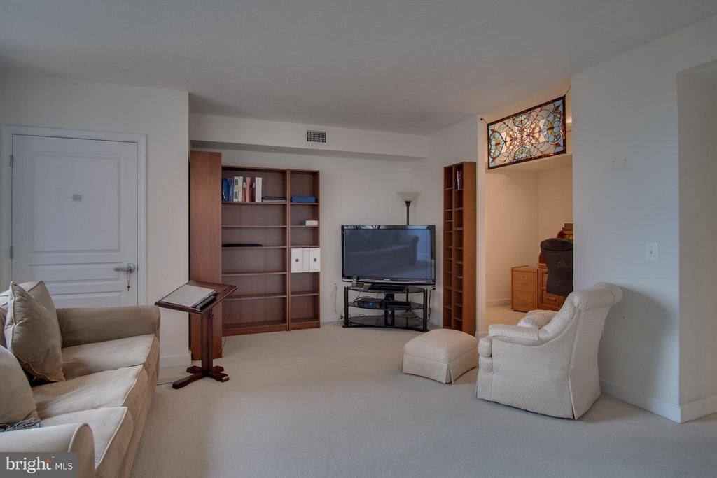 Spacious Living Space - 2451 MIDTOWN AVE #913, ALEXANDRIA