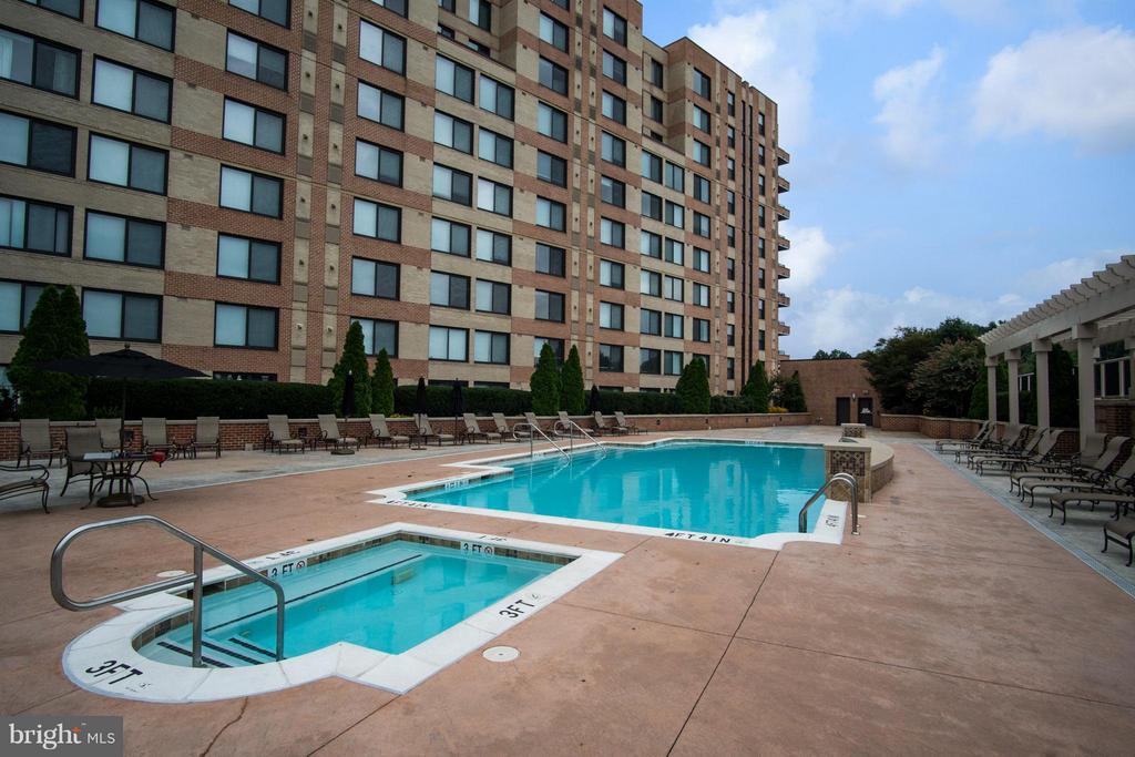 Pool - 2451 MIDTOWN AVE #913, ALEXANDRIA