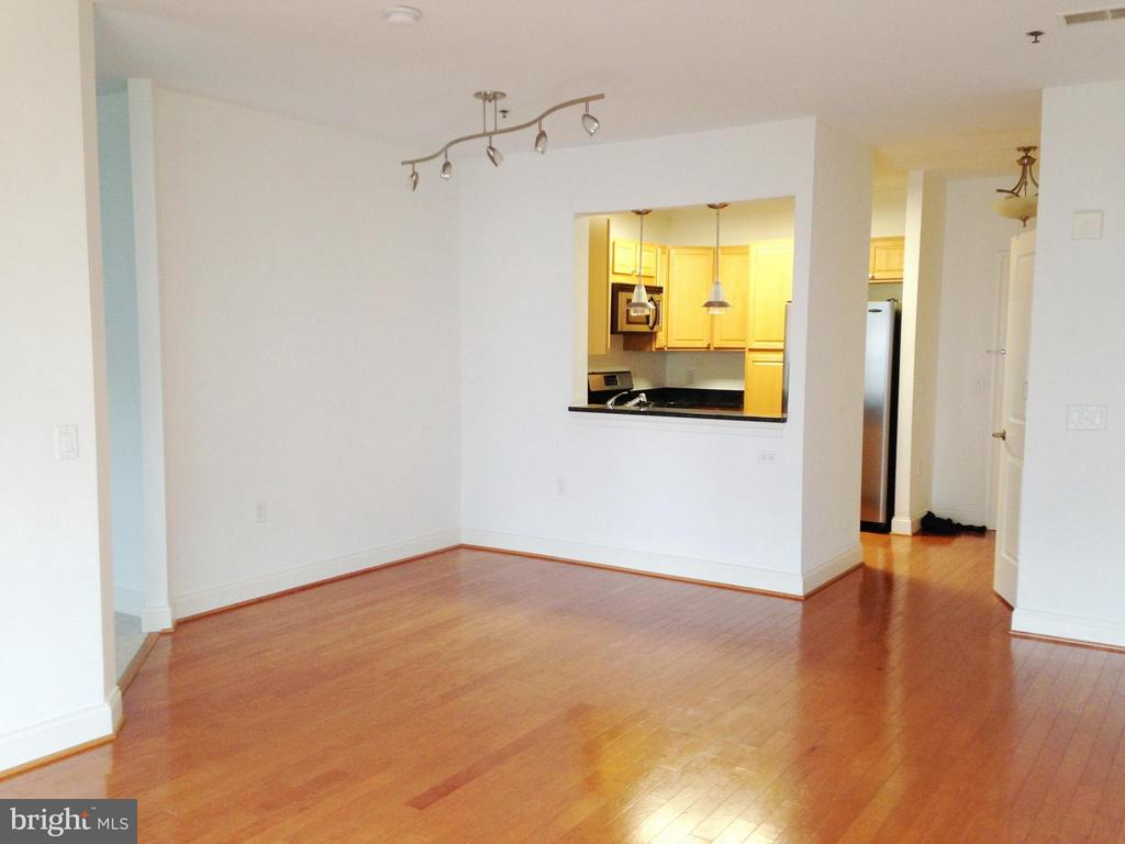 Living Room and Dining Area - 38 MARYLAND AVE #214, ROCKVILLE