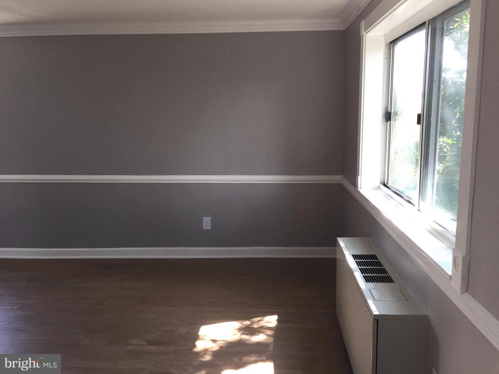 Living Area - 5111 8TH RD S #401, ARLINGTON