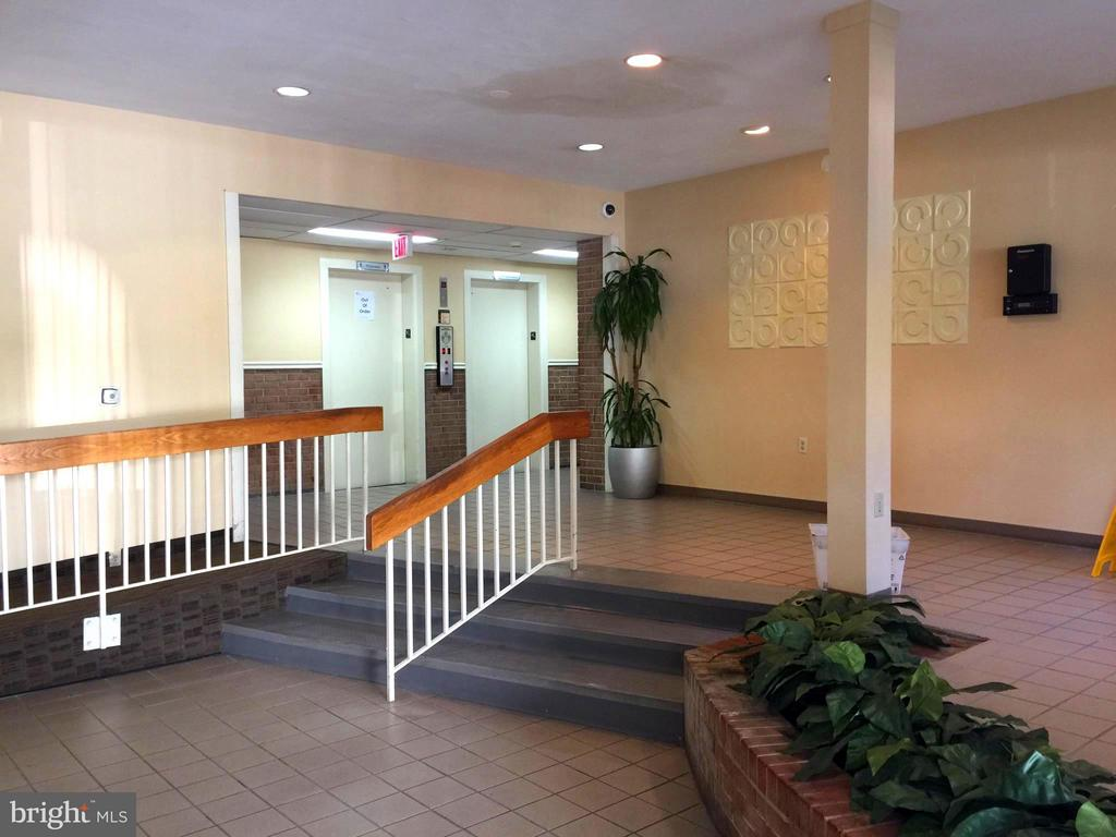 Lobby, Complete View - 5111 8TH RD S #401, ARLINGTON