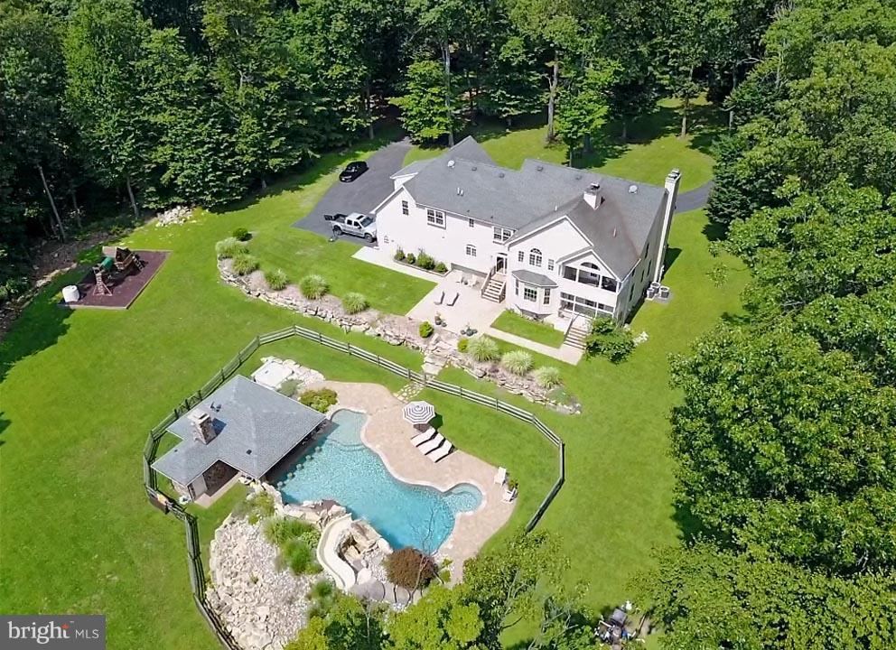 Частный односемейный дом для того Продажа на 19 SHADY Lane Glen Gardner, Нью-Джерси 08826 Соединенные Штаты