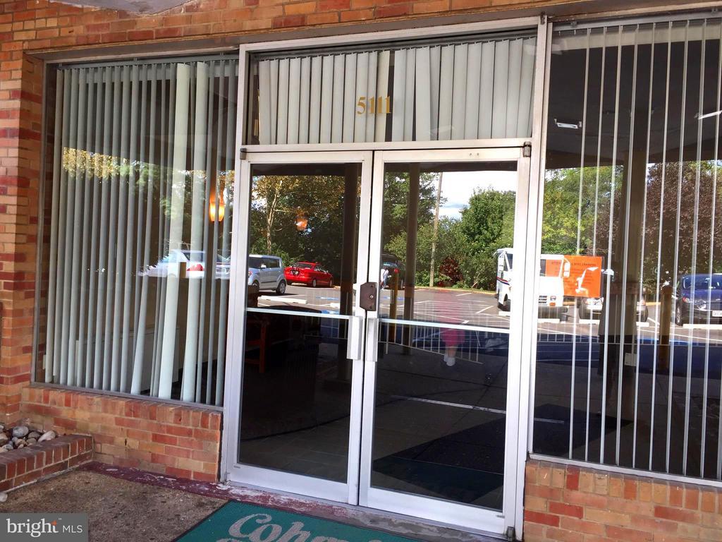 Lobby Entrance - 5111 8TH RD S #401, ARLINGTON