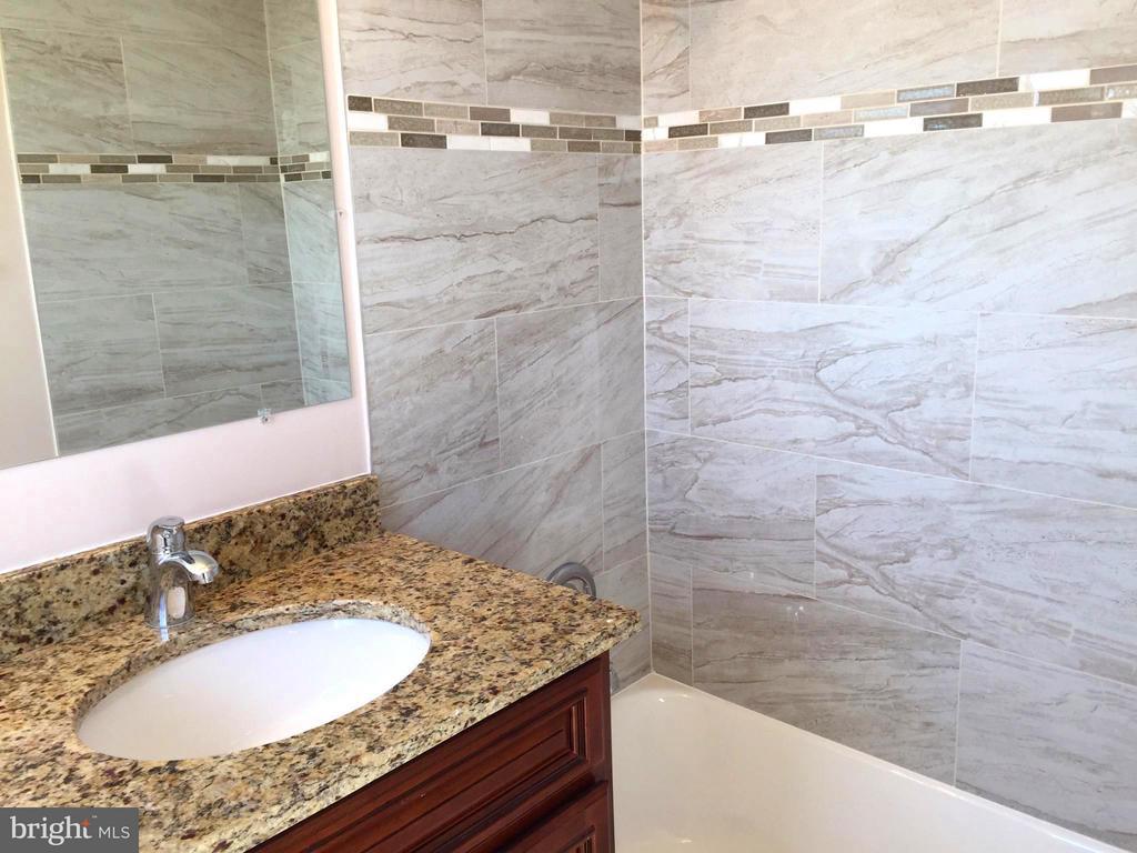 Master Bathroom - 5111 8TH RD S #401, ARLINGTON