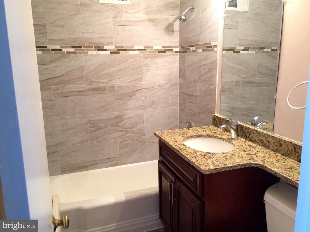 Second Bathroom - 5111 8TH RD S #401, ARLINGTON