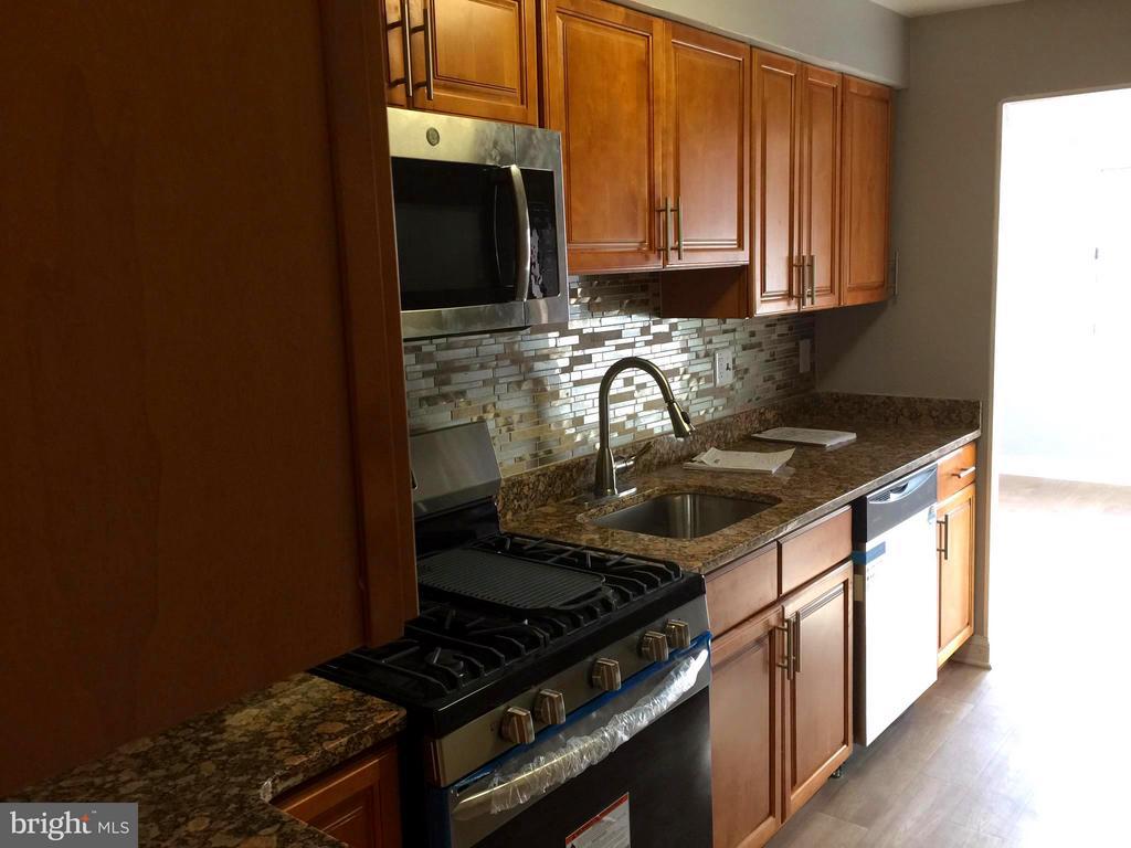 Kitchen - 5111 8TH RD S #401, ARLINGTON