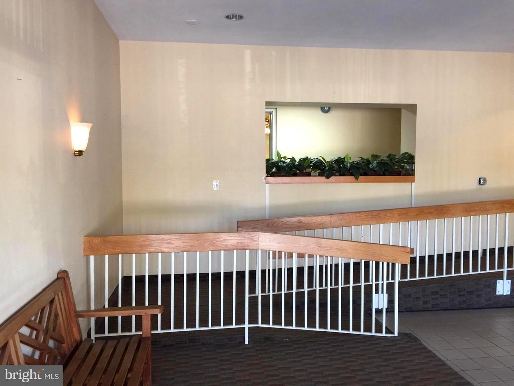 Lobby, Side View - 5111 8TH RD S #401, ARLINGTON