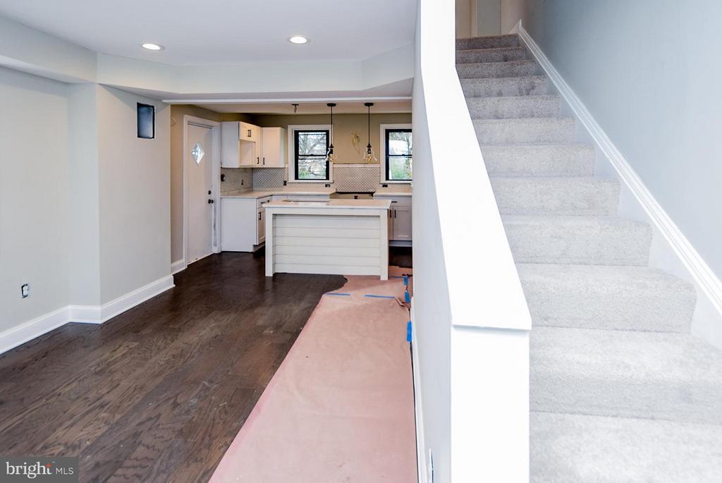 [First floor] Offers Recessed LED lighting - 5222 HAYES ST NE, WASHINGTON