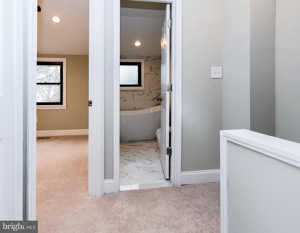 [2nd Flr] W/ W Carpeting - 5222 HAYES ST NE, WASHINGTON