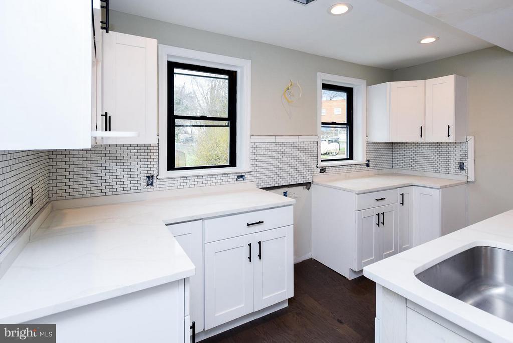 [Kitchen] Luxury tiled backlash - 5222 HAYES ST NE, WASHINGTON