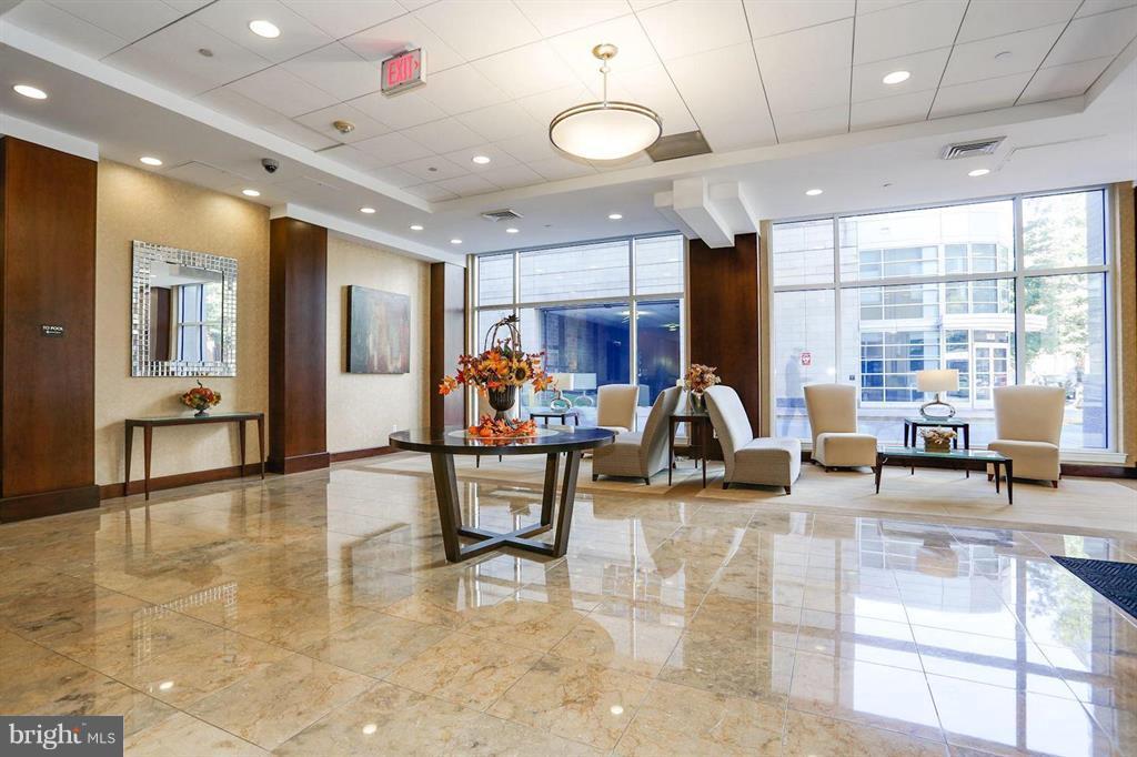 The Luxury Lobby - 1020 N HIGHLAND ST #601, ARLINGTON