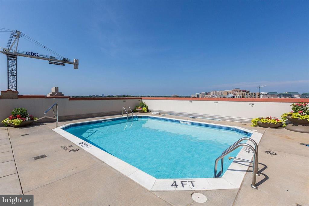 Roof Top Pool with Beautiful View - 1020 N HIGHLAND ST #601, ARLINGTON