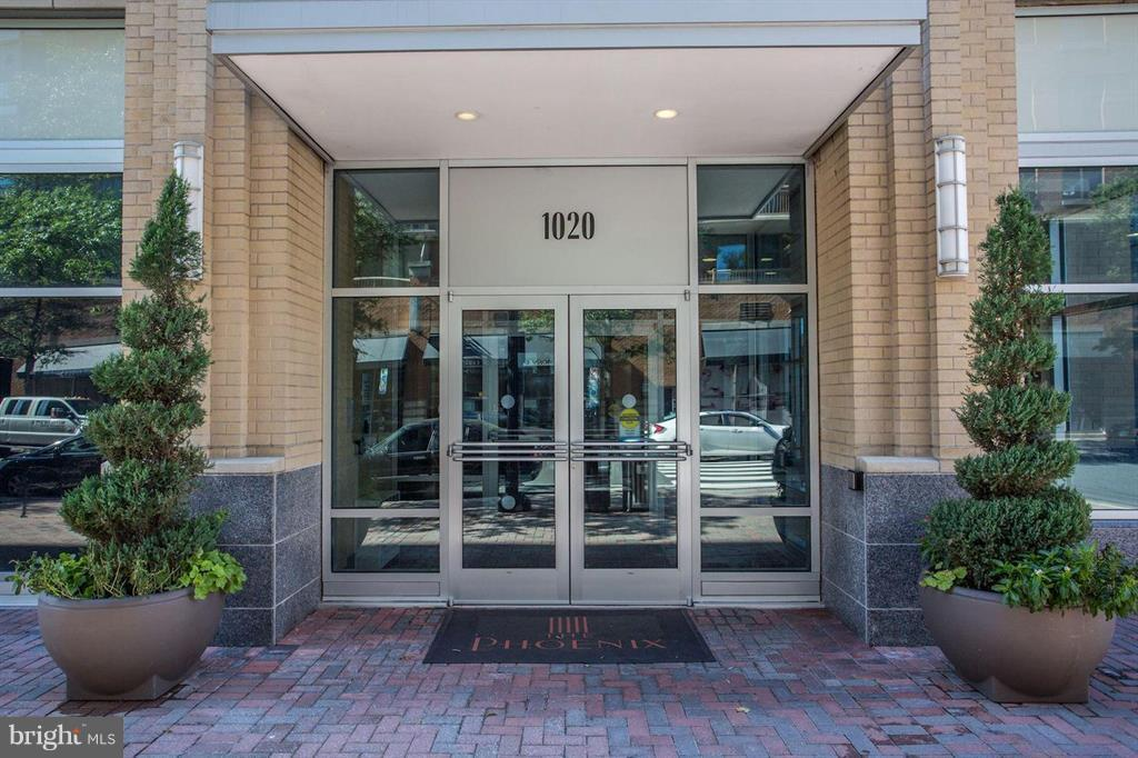 Entrance to your new home - 1020 N HIGHLAND ST #601, ARLINGTON